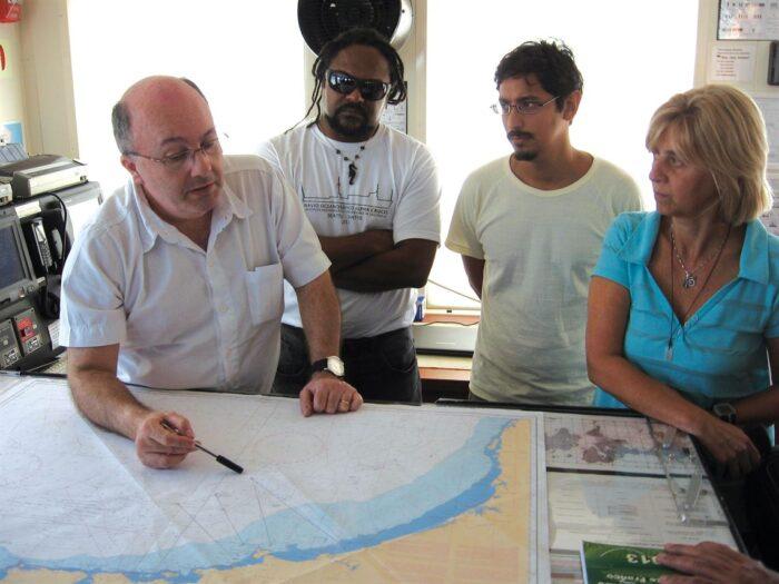 Michel, Edilson, Gilberto e Mônica planejam a viagem