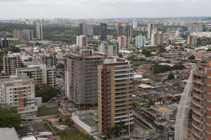 Maior metrópole tropical do mundo, Manaus é cercada por centenas de quilômetros de floresta