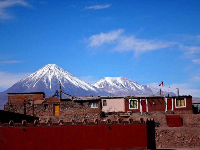 San Pedro de Atacama: vilarejo de 3 mil moradores a 2.400 metros de altitude que constitui a base para as expedições aos raros lagos, salinas e vulcões da região