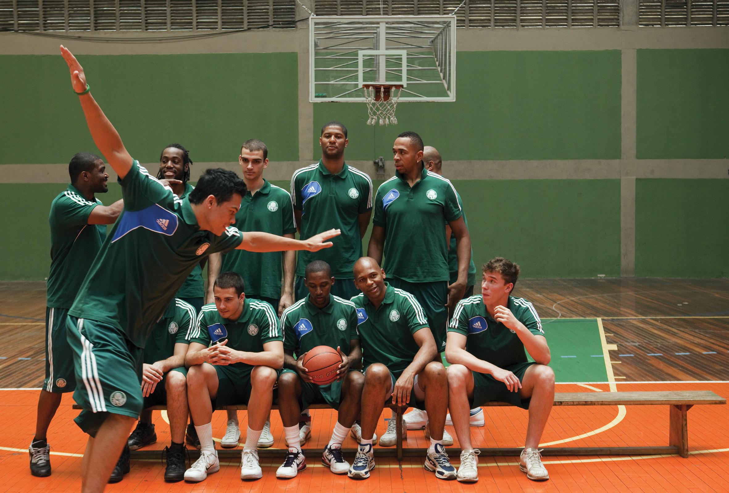 Elenco de basquete do Palmeiras em 2013: treinamento baseado no perfil genético dos jogadores melhorou o desempenho da equipe