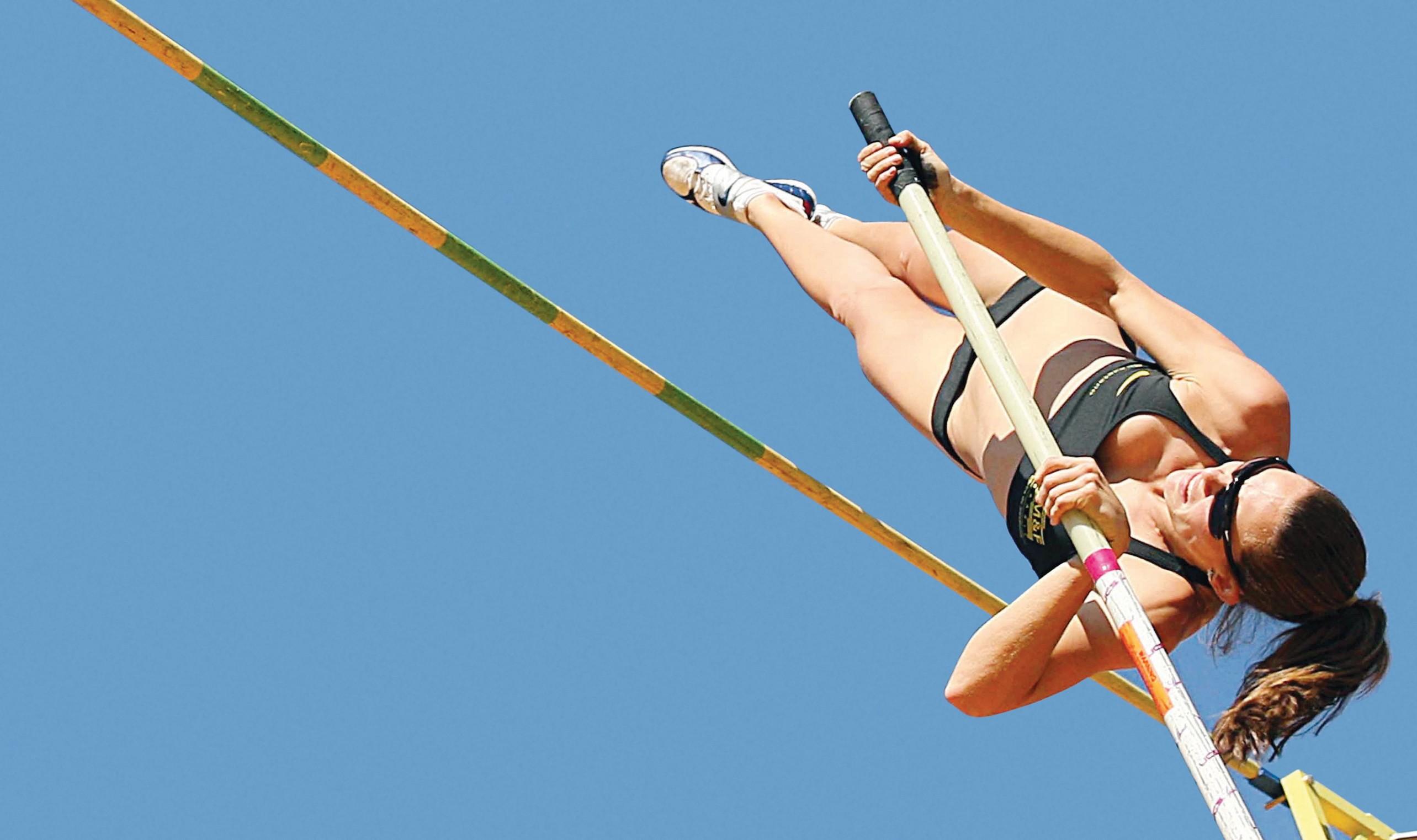 Saltadora brasileira Fabiana Murer em ação: cópias do alelo R do gene ACTN3 seriam benéficas para a prática de esportes que dependem de velocidade e força