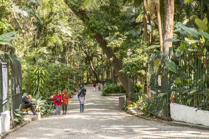 Entrada principal do Parque Trianon com vegetação remanescente da Mata Atlântica em plena avenida Paulista