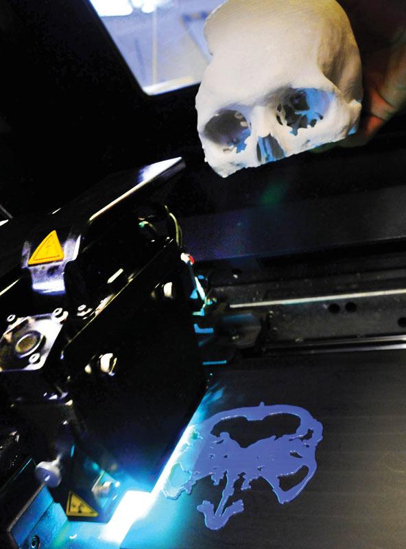 O laboratório da Biofabris, especializada em próteses de crânio