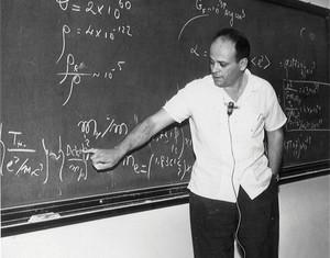 César Lattes em uma aula em 1967: sucessores mantêm a ousadia
