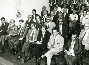 Na primeira fila (da dir. para a esq.), Murillo Marques, Damy e Cerqueira Leite na homenagem a Gleb Wataghin em 1971: pioneiros