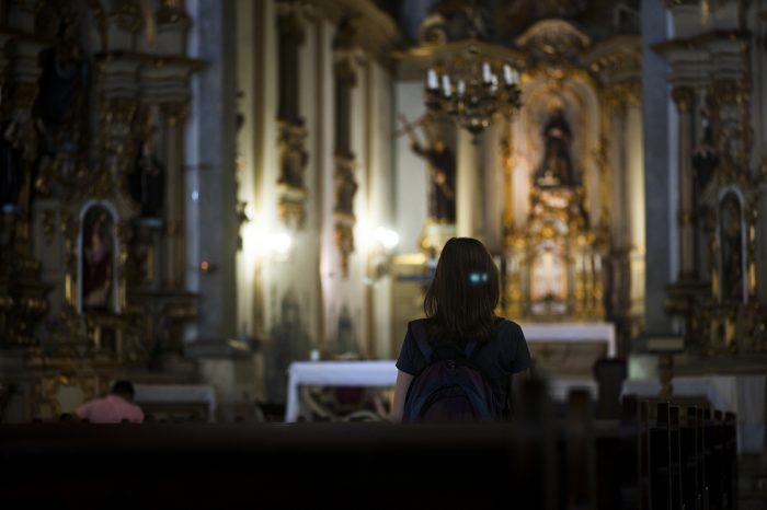 Visitante da Igreja de São Francisco, na cidade de São Paulo