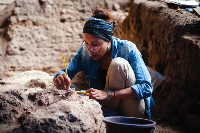 Sepulturas: Mariana Inglez excava...