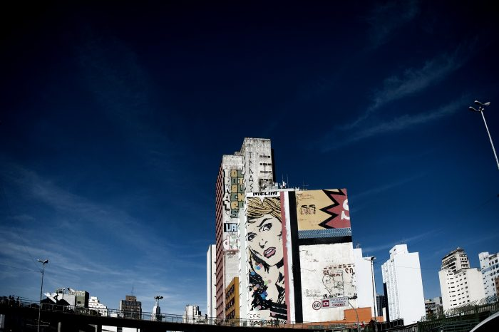 São Paulo é uma cidade de cores, cinzentos e contrastes, como na região próxima à estação da Luz