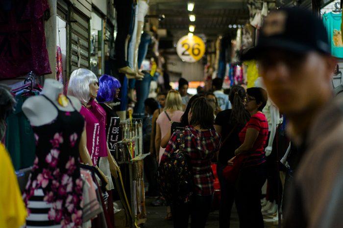 Feira da Madrugada em São Paulo impulsionou a circulação de produtos populares chineses pelo Brasil