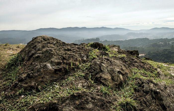 Guarulhos | Las primeras minas: Rocas como éstas registran el comienzo de la explotación del oro en Brasil a mediados del siglo XVI