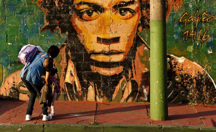 Grafite é a arte urbana caracterizada por desenhos feitos com ou sem a autorização dos donos da propriedade. Surgiu na década de 1970, em Nova York. Vila Madalena, São Paulo