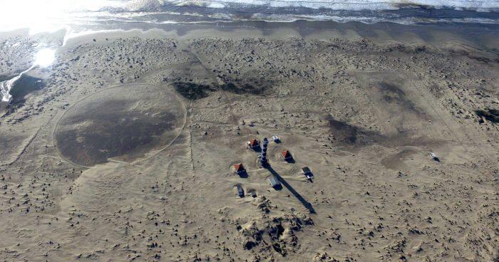 Farol do Albardão, sítio da Marinha no litoral gaúcho onde funciona o primeiro radar OTH (Over the Horizon) do país