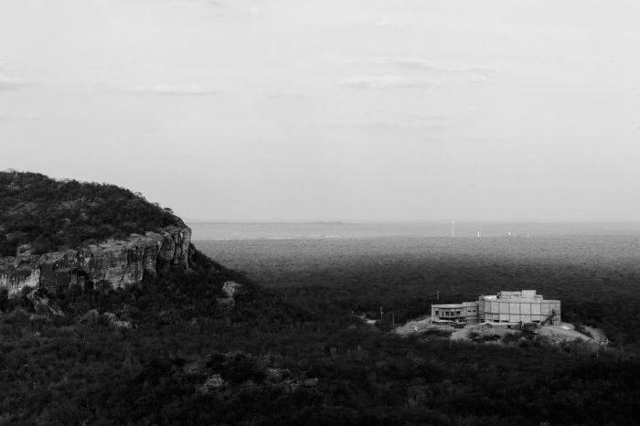 Vista do Museu da Natureza, ainda em construção, em meio à paisagem da serra da Capivara