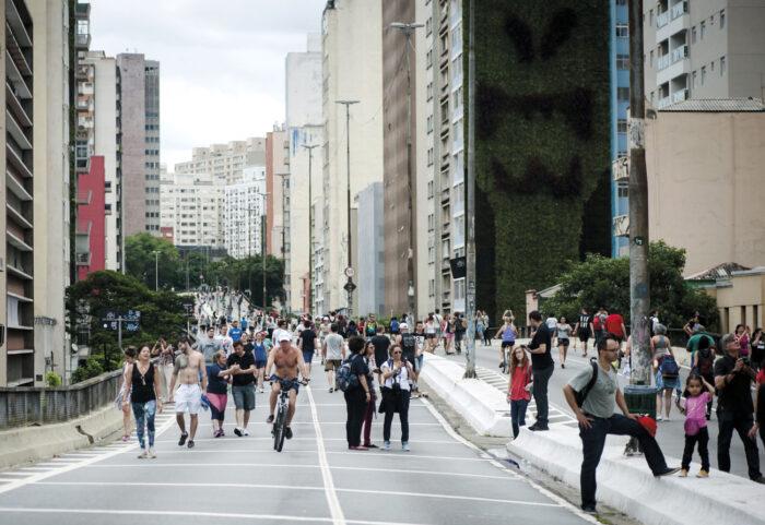 Un domingo en el Parque Minhocão