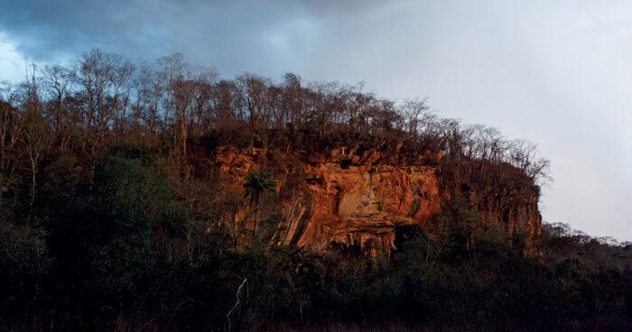 Un macizo rocoso en el municipio de Matozinhos, en Minas Gerais, constituye el refugio de Lapa do Santo