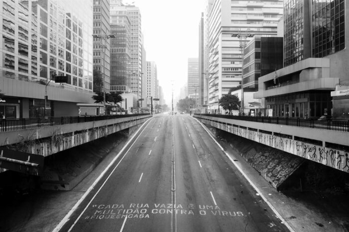 Nem sinal do habitual movimento intenso da avenida Paulista (16/05)