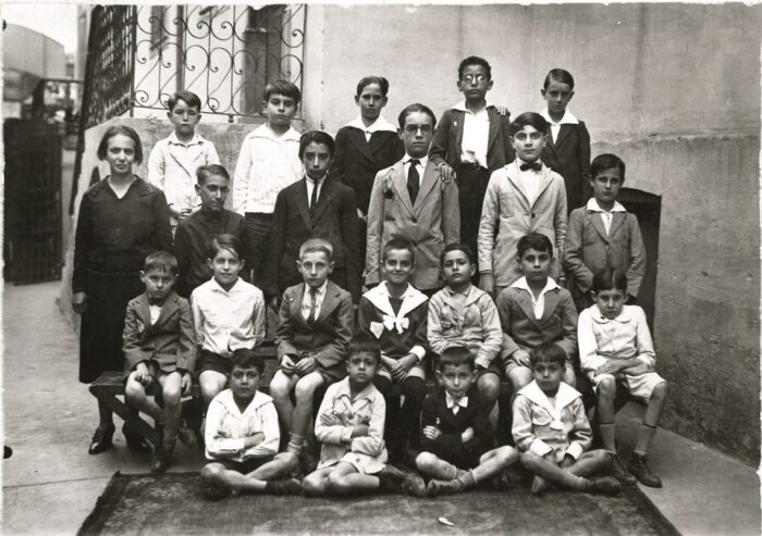 Fernandes as a schoolboy: third from the right, on the bench